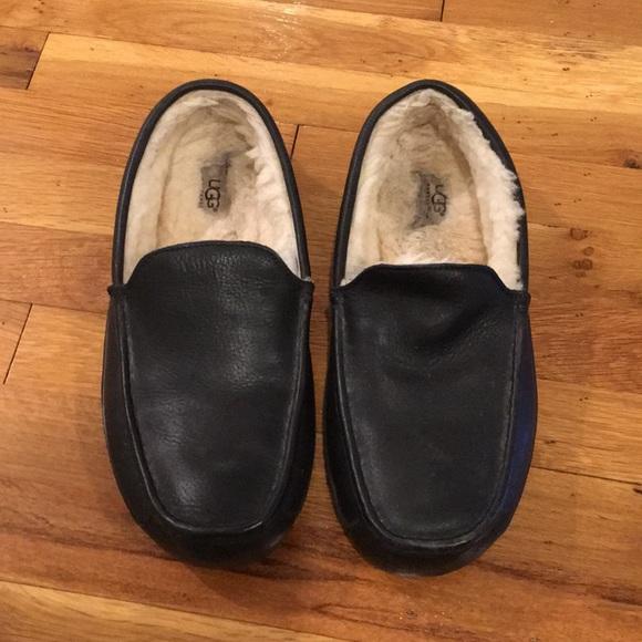 a0a277532e1 Men s Ugg Ascot Leather Slipper. M 5ae654be36b9ded6f969d958